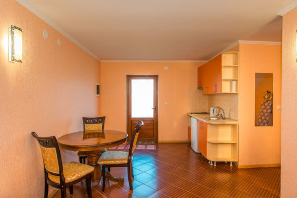 03 и 05 - Двухэтажный дом с двумя номерами в Евпатории (A-B)-01